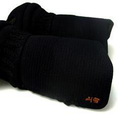 甲手ネームの刺繍部分