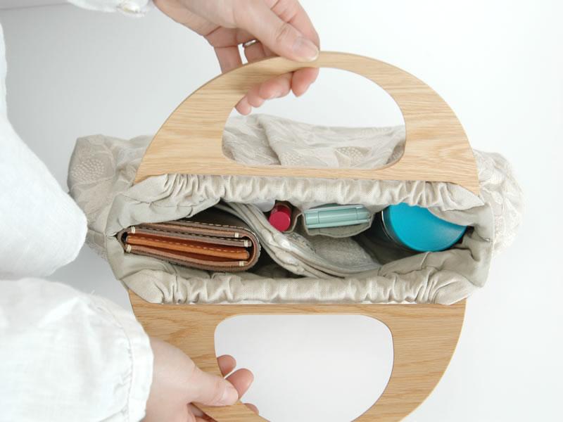 倉敷意匠×点と線模様製作所 木の持ち手の刺繍バック