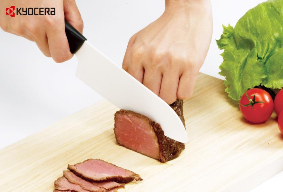 原料に強靭性セラミックスを採用し、強度、形、使いやすさを考えて開発したファインプレミアシリーズのナイフです。