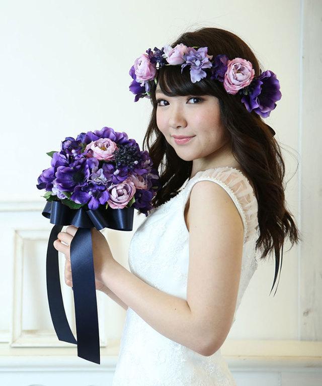 紫のアネモネとカップローズの花冠