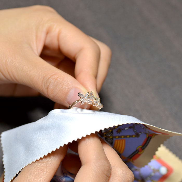 Can silver polishing cloths be washed?