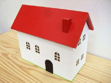 赤い屋根の小物入れ