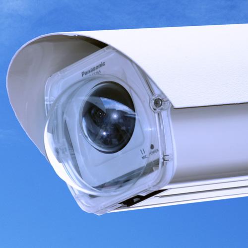 防滴型カメラもハウジングケースに入れることで経年劣化を抑えます