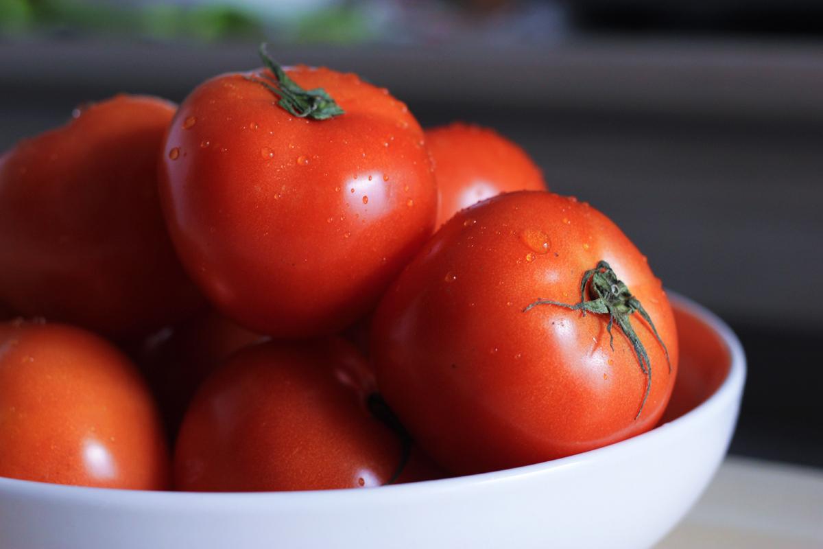 今年はトマトがお買い得!トマトをおいしくいただける食器をピックアップ