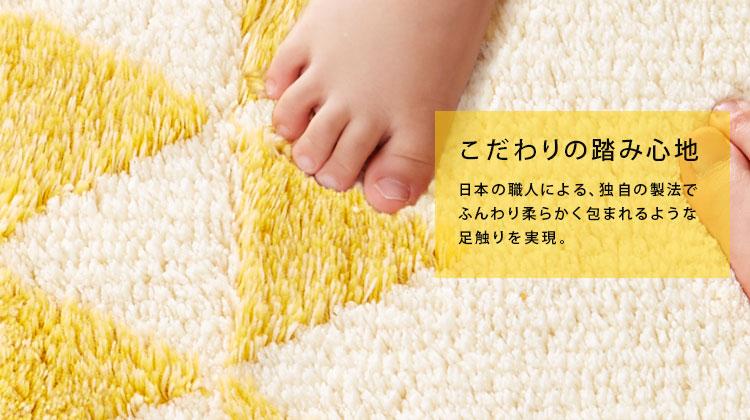 日本職人による、独自の製法でふんわり柔らかく包まれるような脚触りを実現。