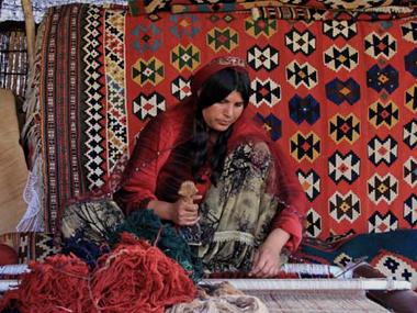 ギャッベを織るカシュガイ ギャッベの故郷・シラーズ