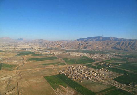 ギャッベ(ギャベ)のふるさと、シラーズの市街地上空の写真