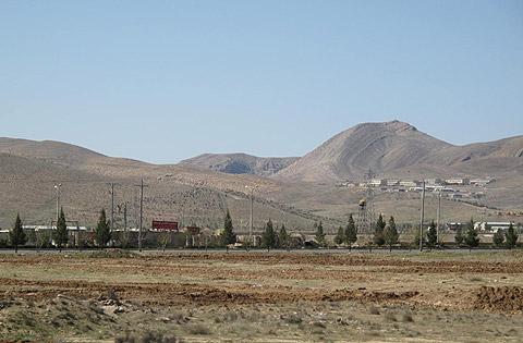 広がりのあるギャッベ(ギャベ)のデザインは、雄大なシラーズの景色を切り取ったものでしょう。