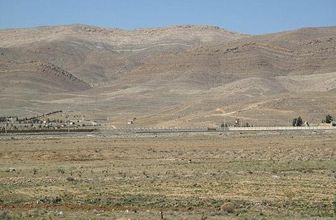 ギャッベ(ギャベ)のアブラシそのままのシラーズの大地と山脈のグラデーション