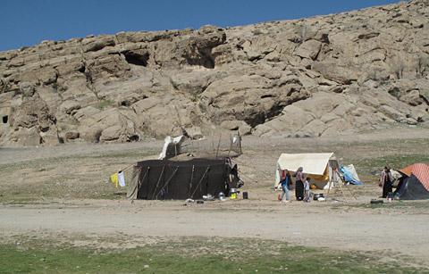 ギャッベ(ギャベ)の織り手カシュガイ族の野営テント