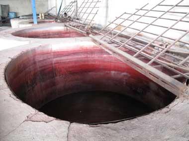 赤色の大釜の写真 ギャッベ(ギャベ)の染色工房 イラン・シラーズ