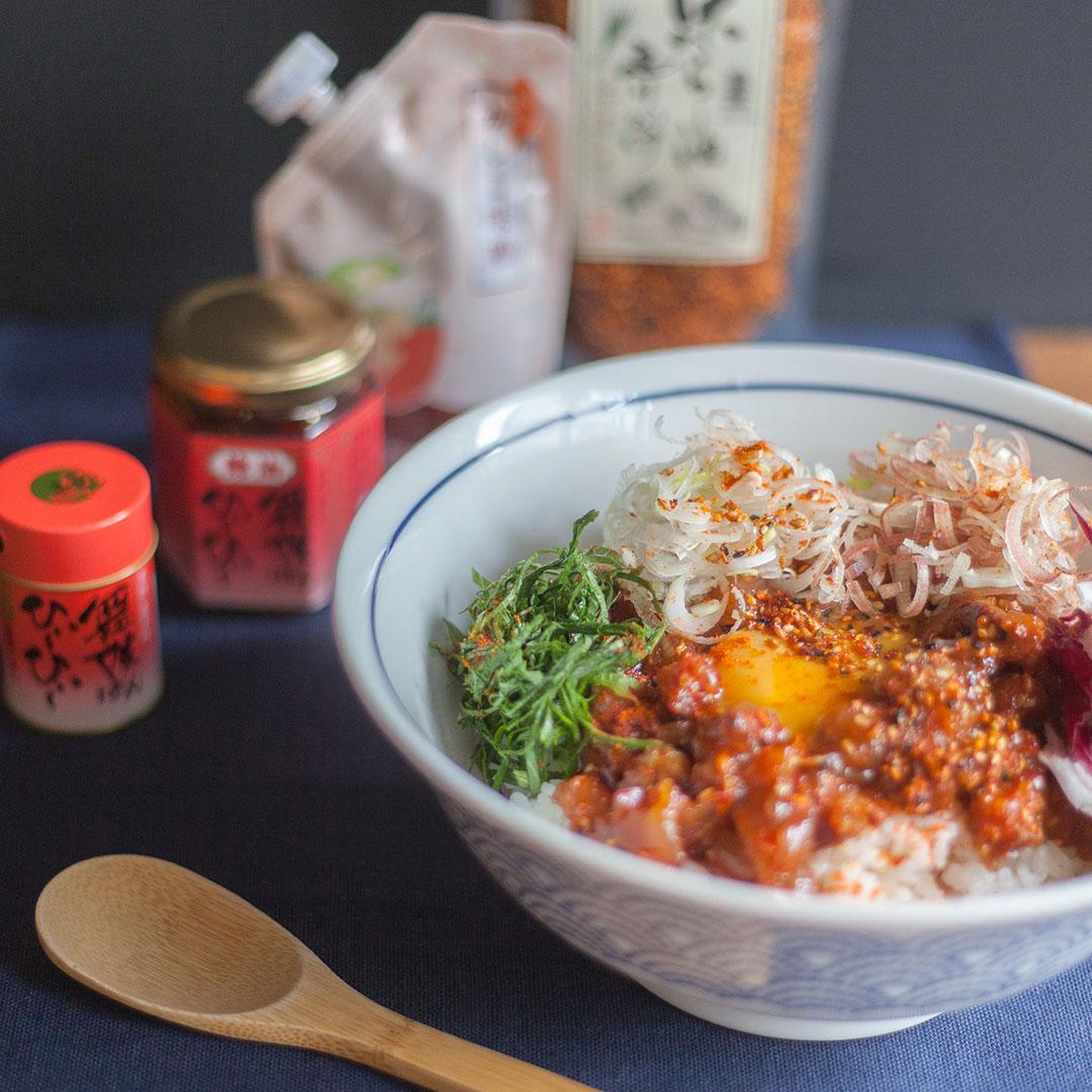 鯵と香味野菜のピリ辛ユッケ丼