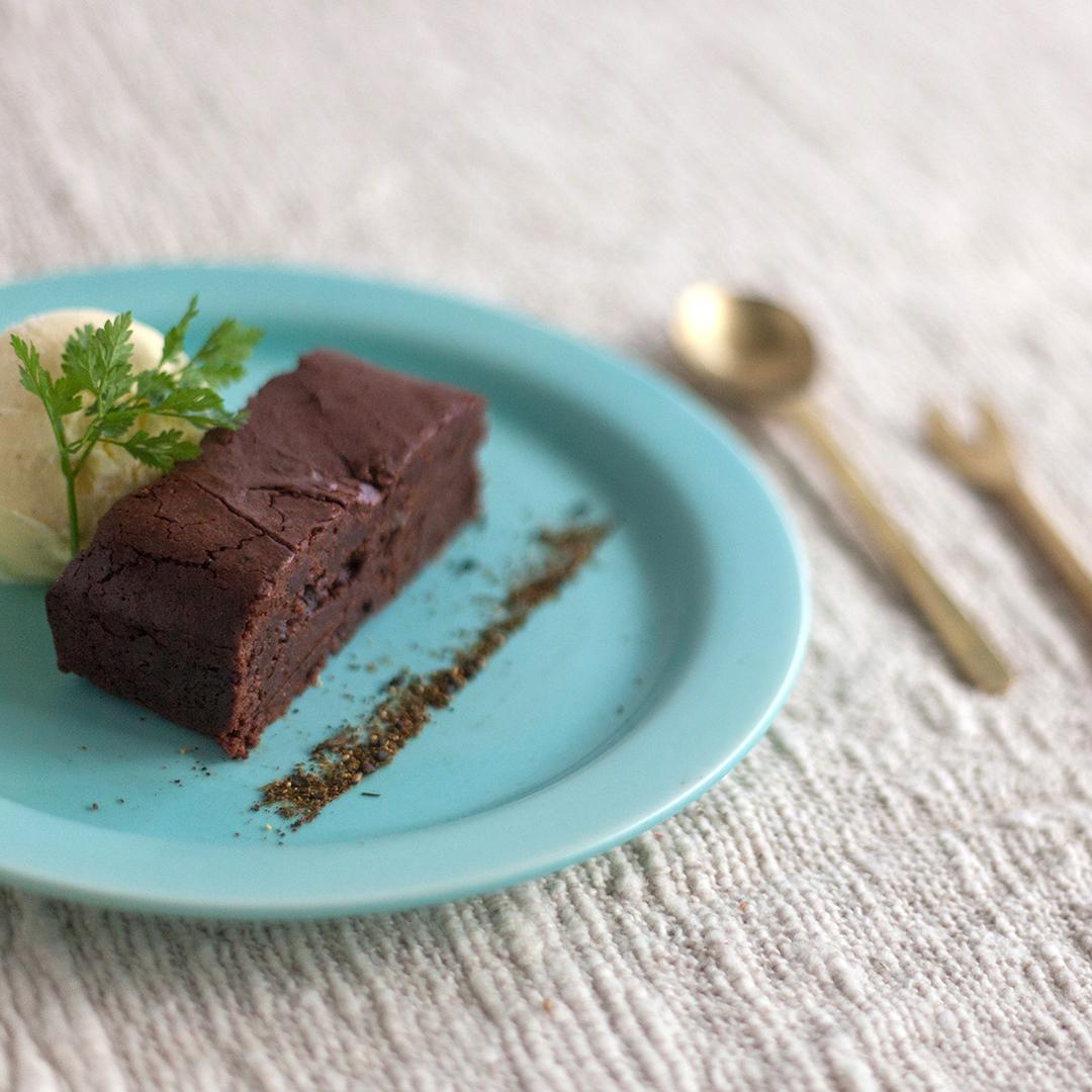 黒七味香る濃厚ガトーショコラ