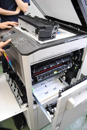 コピー機の技術研修の風景