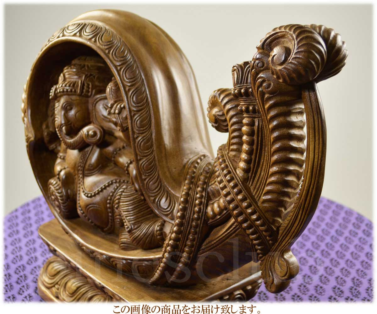 インドの木工芸品・ほら貝の中で寝そべるガネーシャの木像です・曲線がとても美しいデザインの最上級品です・手彫りの一点物です