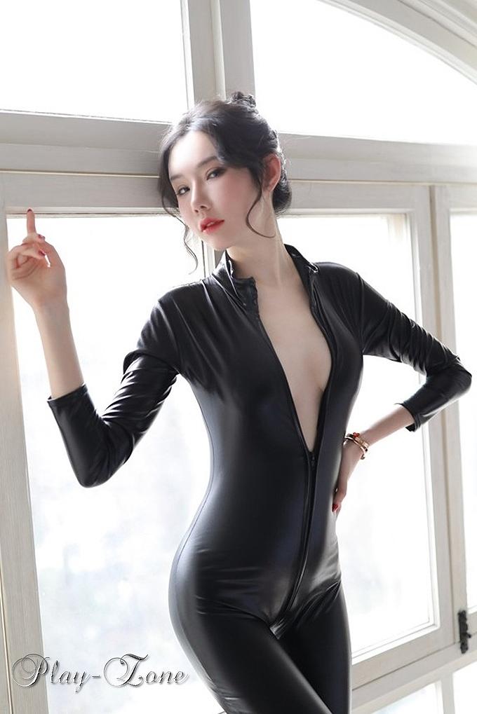 ラテックス スーツ