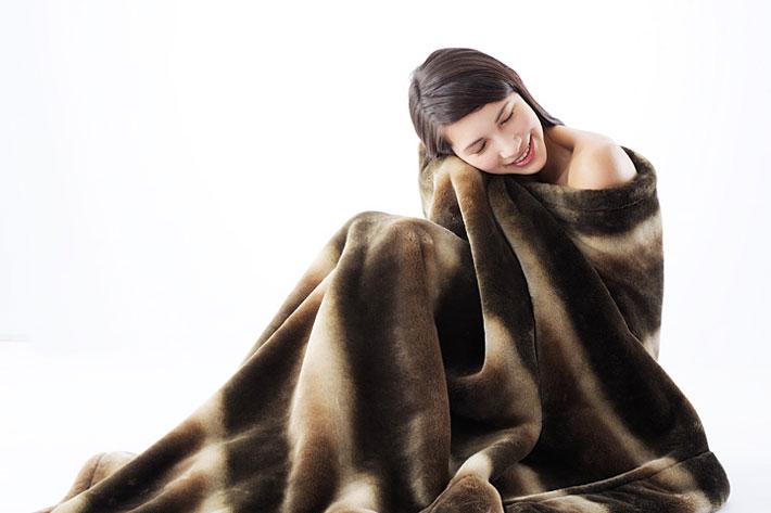カルドニード毛布を使用している女性