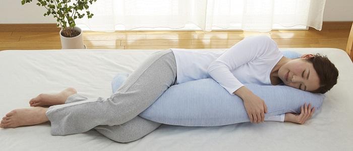 西川リビングひんやり抱き枕