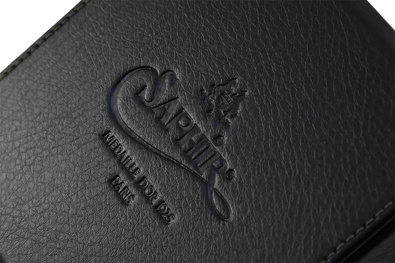 世界最高級ブランドのロゴが入った豪華レザー調ボックス入り。
