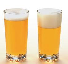 右がビアスムーザーを使ったビール
