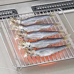 IHラジエントヒーター用焼き網にのせられたお魚くん