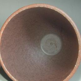 タジン鍋のフタの内側はこんな感じ。ここで水蒸気が水になり下に落ちるんです。