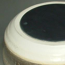 マジカルドなべの裏側。カーボン製の円盤が埋め込んであるので熱伝導率は抜群です。