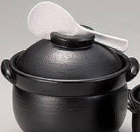 セラミック炊飯鍋は、蓋にしゃもじが乗せられる便利な作り。