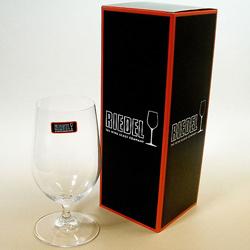 リーデル・オヴァチュア ビールのボックス。