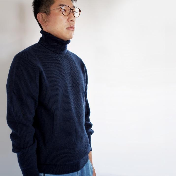 メンズミドルゲージ タートルネックセーター