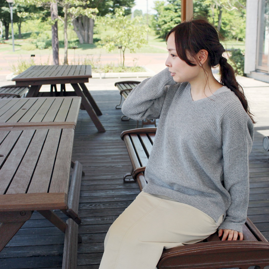 カシミヤ100%畦Vネックセーター