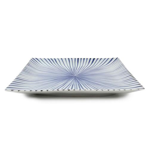 大きな角皿は、メイン料理にぴったり