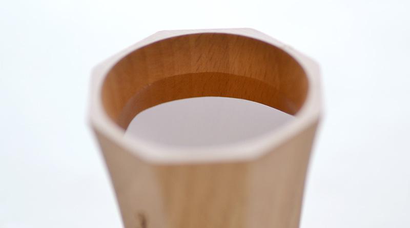 名入れ木製酒器にお酒を注いだときの拡大写真