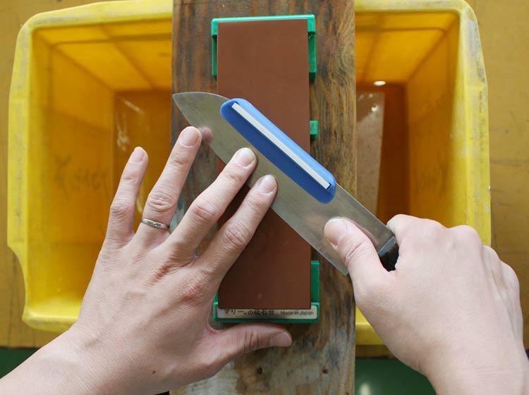 包丁の研ぎ方 角度と指の位置