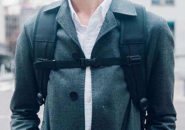 肩への直接の負担が約65%軽減されます。