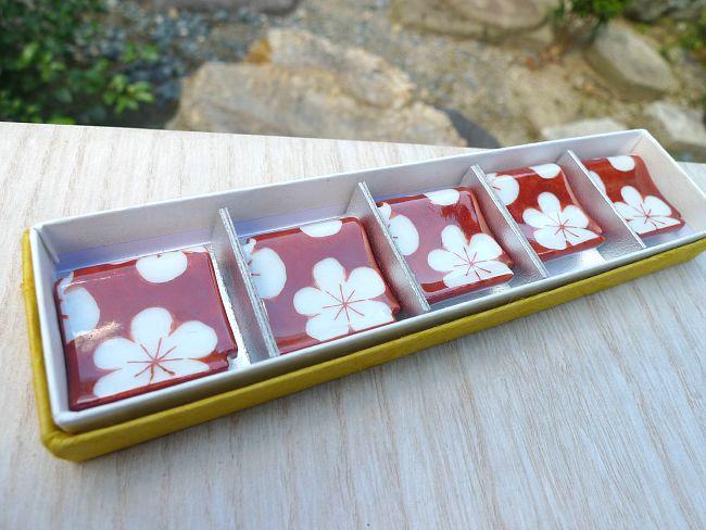 【京焼 清水焼】梅瓦赤小梅箸置き 清水焼