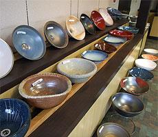 当店の手洗い鉢の陳列風景3