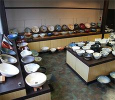 当店の手洗い鉢の陳列風景1
