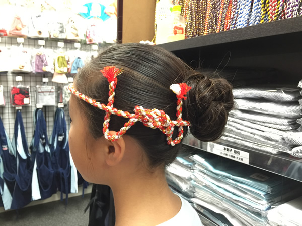 ねじり棒で花の髪飾りを作る方法
