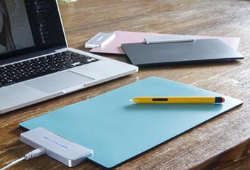 机のスペースを考慮したコンパクト設計