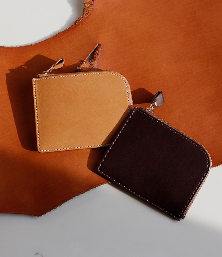 厚く丈夫な革、シンプルな形。使い込むほどに、自分の色になる。