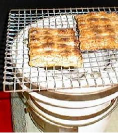 寺子屋本舗のおかき・おせんべいは100%国産の良質の餅米を使用しております。