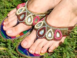 エスニックな靴とサンダル