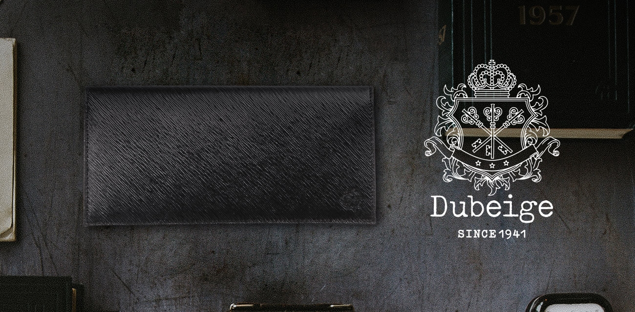 Dubeige(ドゥベージュ)は「ベージュから」出発し、持つ人に合わせ美しく個性的に変化していくことを願ったブランド。