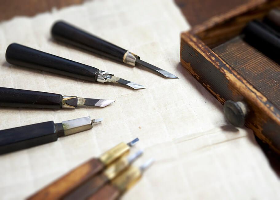 彫師の指先となる大切な道具