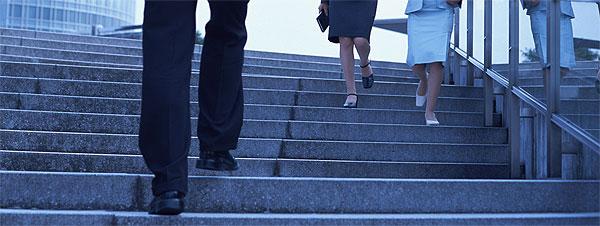 階段の上り下りが辛い方へ
