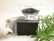 手作り洗顔石鹸「漆黒」(竹炭・ローズマリー入り)